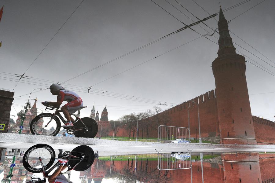Пролог велогонки «Пять колец Москвы» (7 фото)