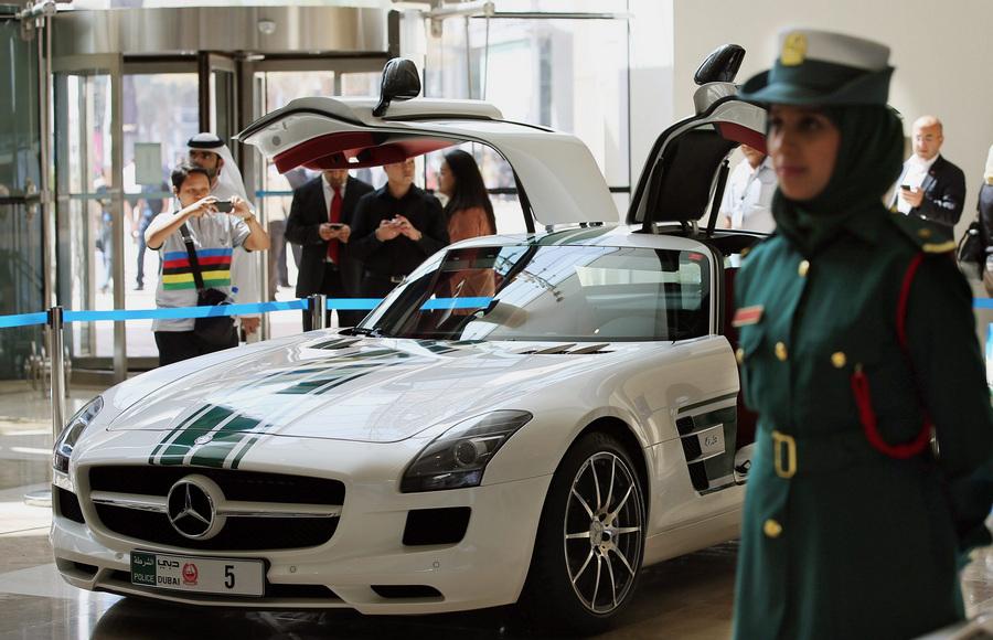 Выставка полицейских автомобилей Дубая (10 фото)