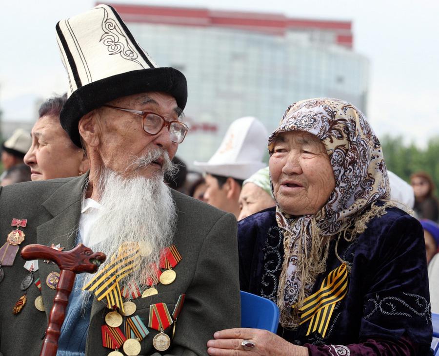 Празднование Дня Победы в Киргизии (8 фото)