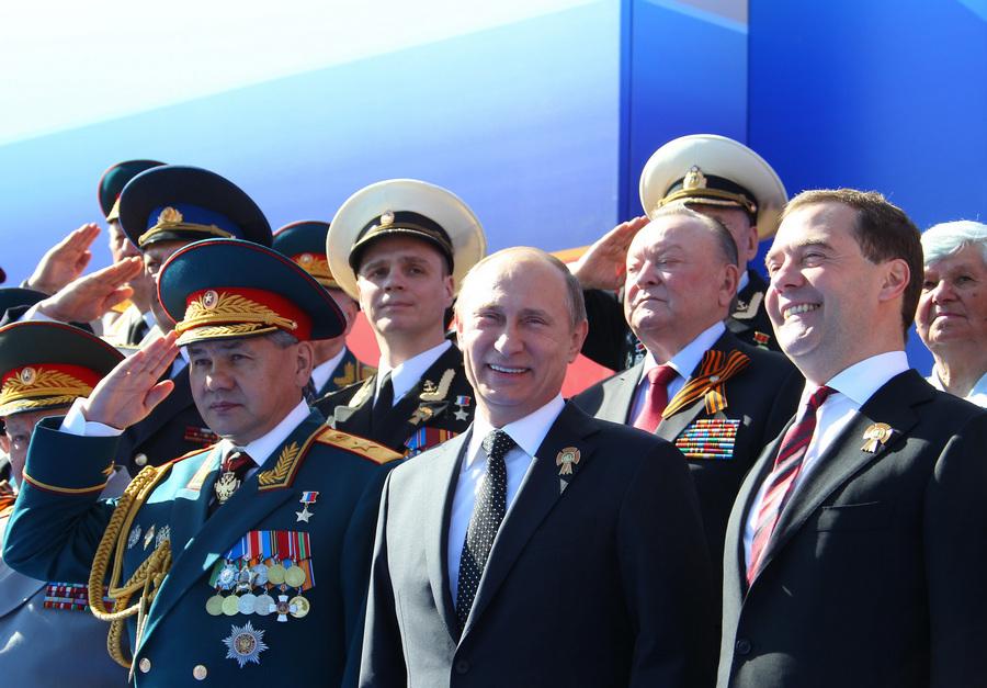 Путин и Медведев на военном параде в честь Дня Победы (35 фото)