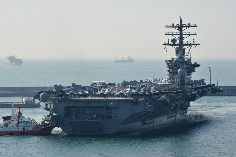 Атомный авианосец USS Nimitz прибыл в Южную Корею (7 фото)