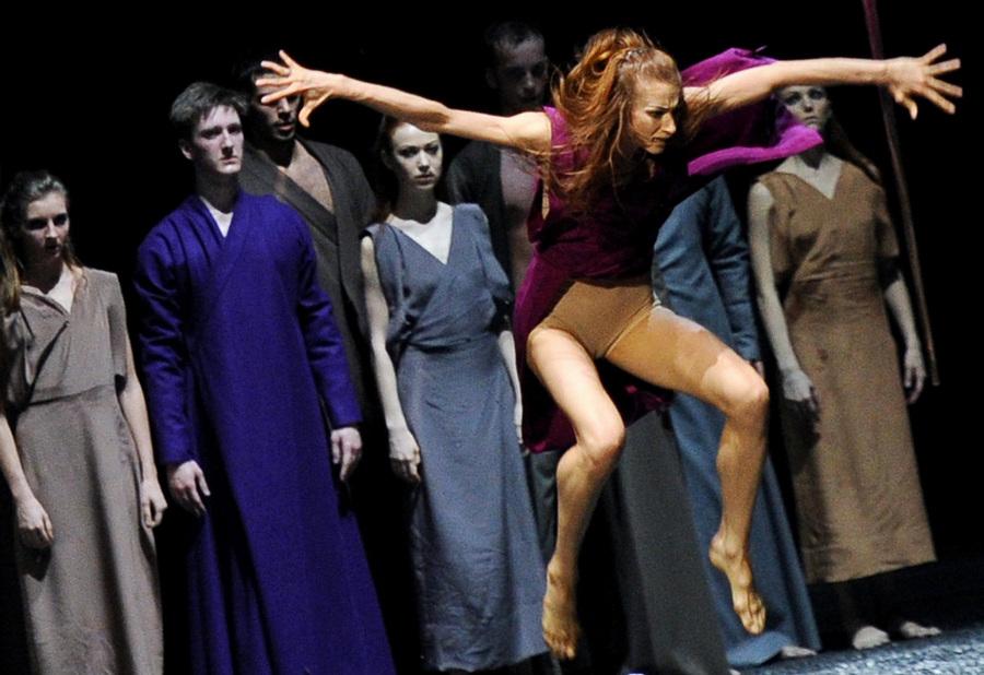 Премьера балета «Весна священная» в постановке хореографа Саши Вальц в Санкт-Петербурге (12 фото)