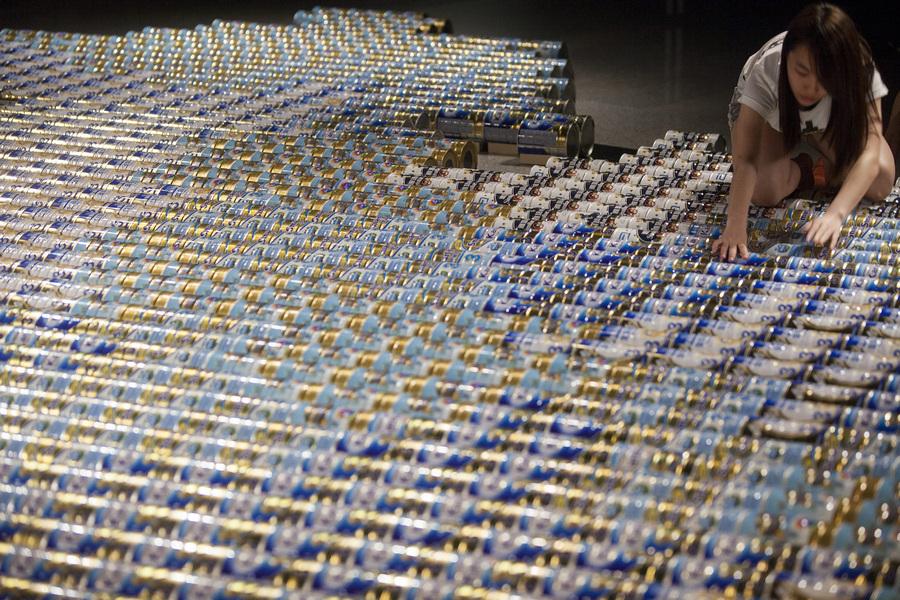 Китай. Гонконг. 16 мая. Инсталляция «Baby Milk» китайского художника Ай Вэйвэя. (EPA/ИТАР-ТАСС/ALEX HOFFORD)