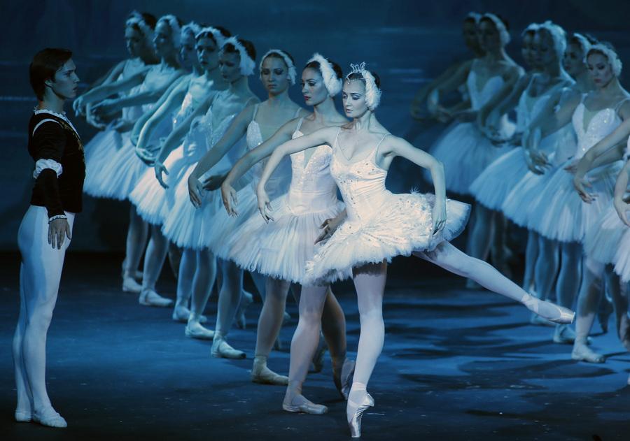 ОАЭ. Дубай. 14 мая. Гастроли московского театра «Корона русского балета». (EPA/ИТАР-ТАСС/STR)