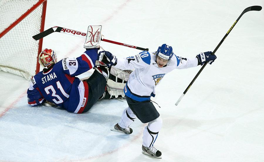 Матч 1/4 финала чемпионата мира по хоккею: Финляндия — Словакия, 4:3 (10 фото)