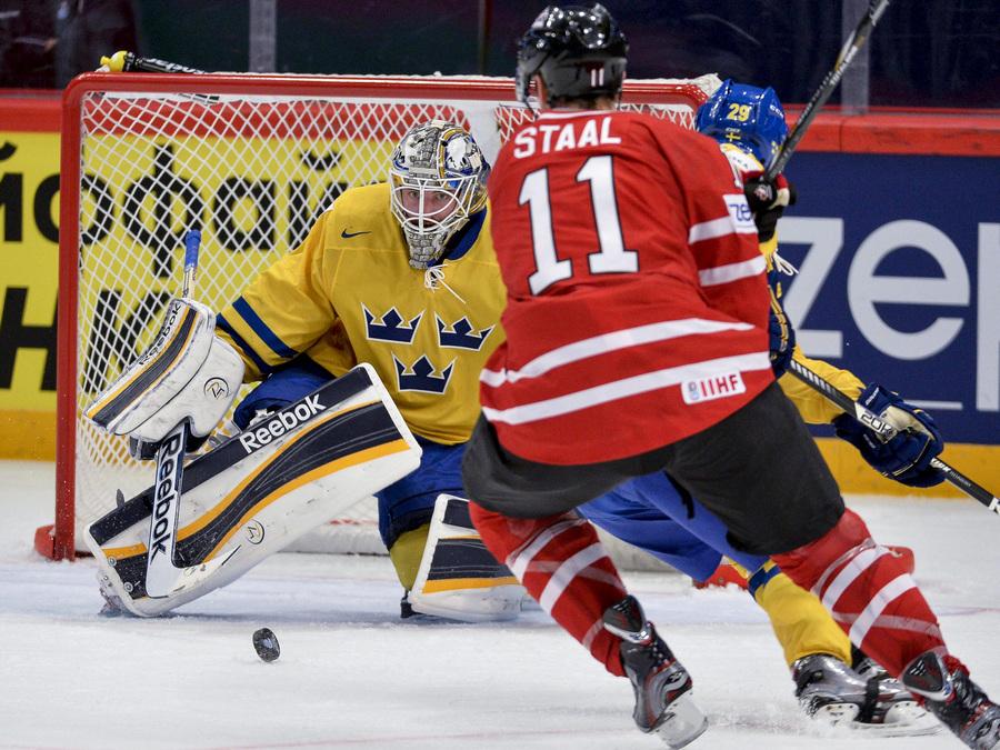 Матч 1/4 финала чемпионата мира по хоккею: Канада — Швеция, 2:3 Б (10 фото)