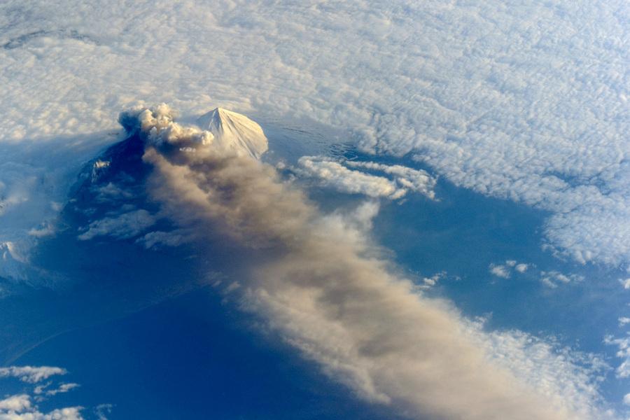 Извержение вулкана Павлова на Аляске (4 фото)