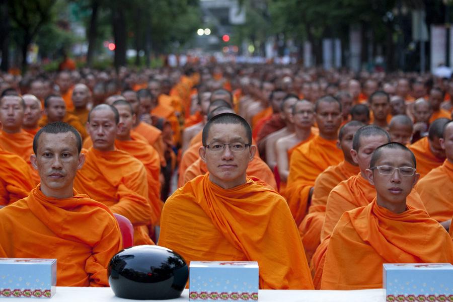Буддийские монахи в преддверии праздника Весак (10 фото)