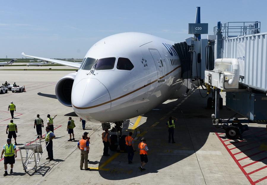 Полеты авиалайнеров Boeing 787 Dreamliner возобновились (15 фото)