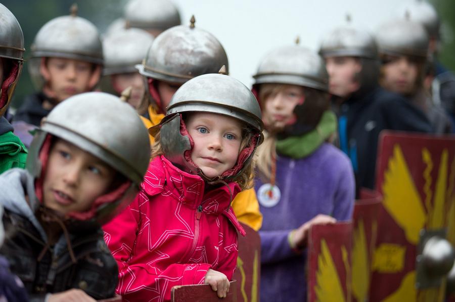 Реконструкция битвы в Тевтобургском лесу для детей (5 фото)