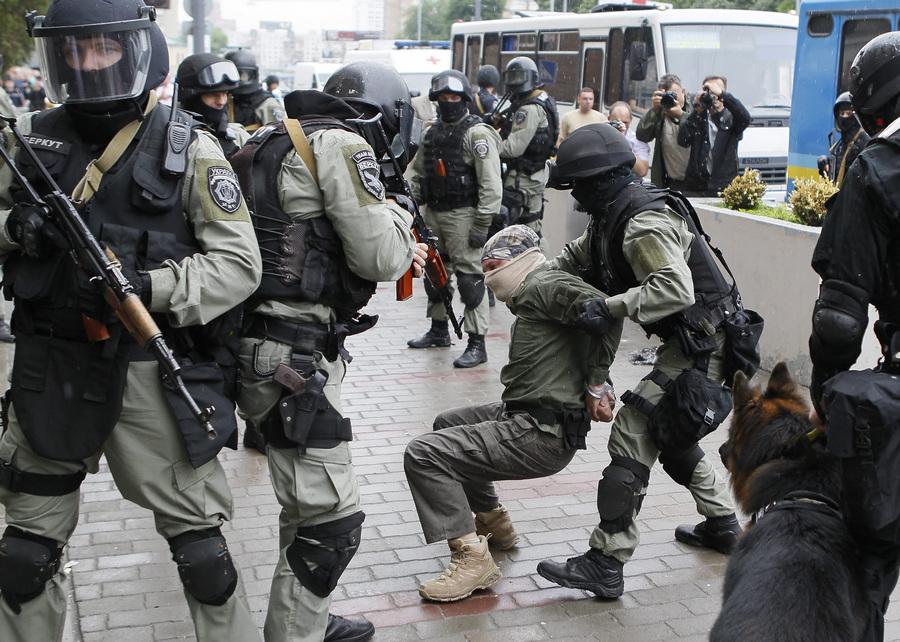 Антитеррористические учения в Киеве (10 фото)