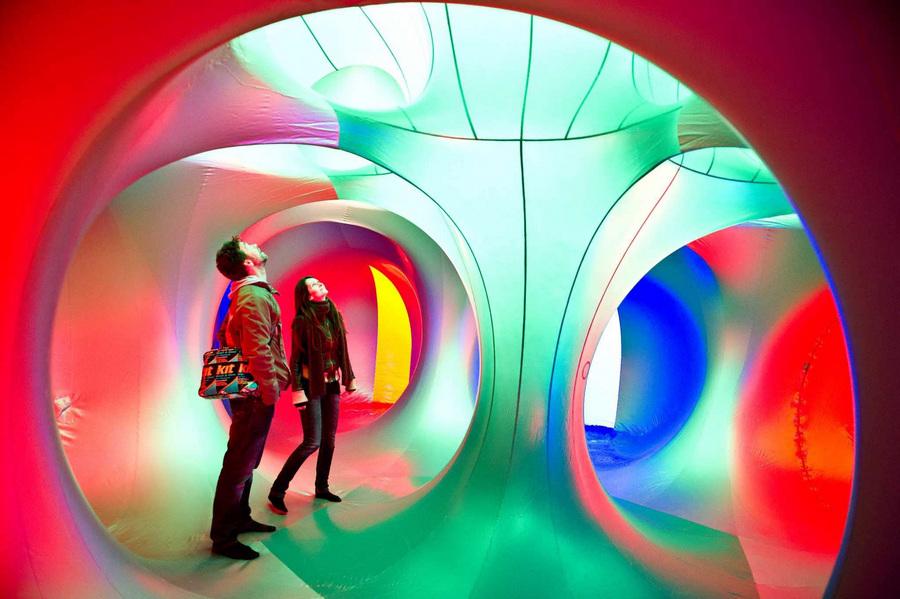 Нидерланды. Энсхеде, Оверэйсел. 23 мая. Инсталляция Miracoco от Великобритании на Twente Biennale 2013. (EPA/ИТАР-ТАСС/KOEN VERHEIJDEN)