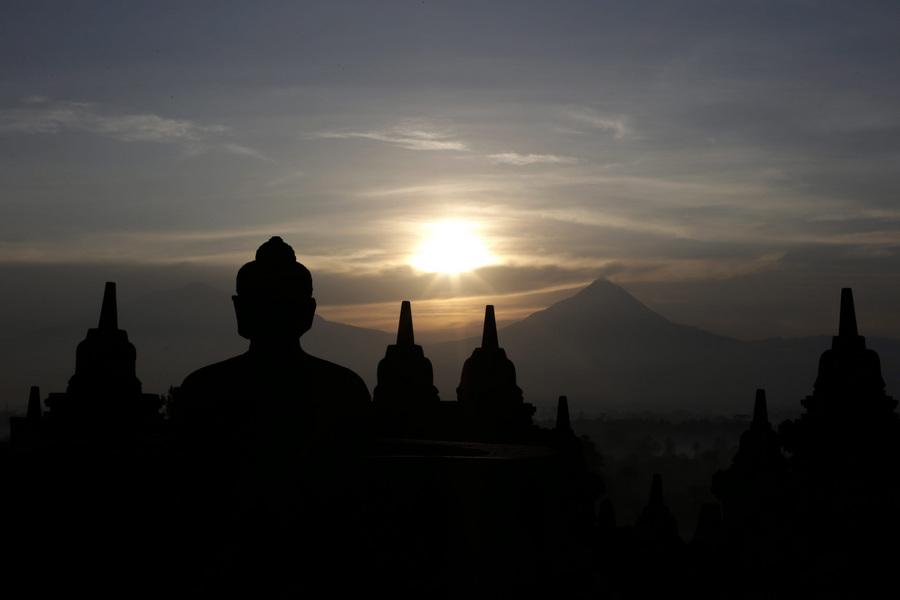 Путешествие к буддийской ступе Боробудур (15 фото)