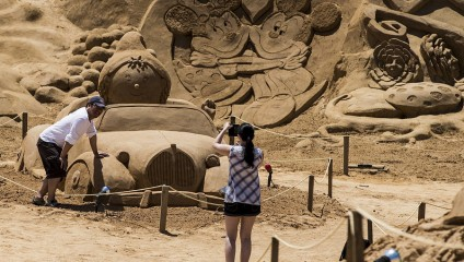 Международный фестиваль песчаных скульптур на побережье Португалии (4 фото)