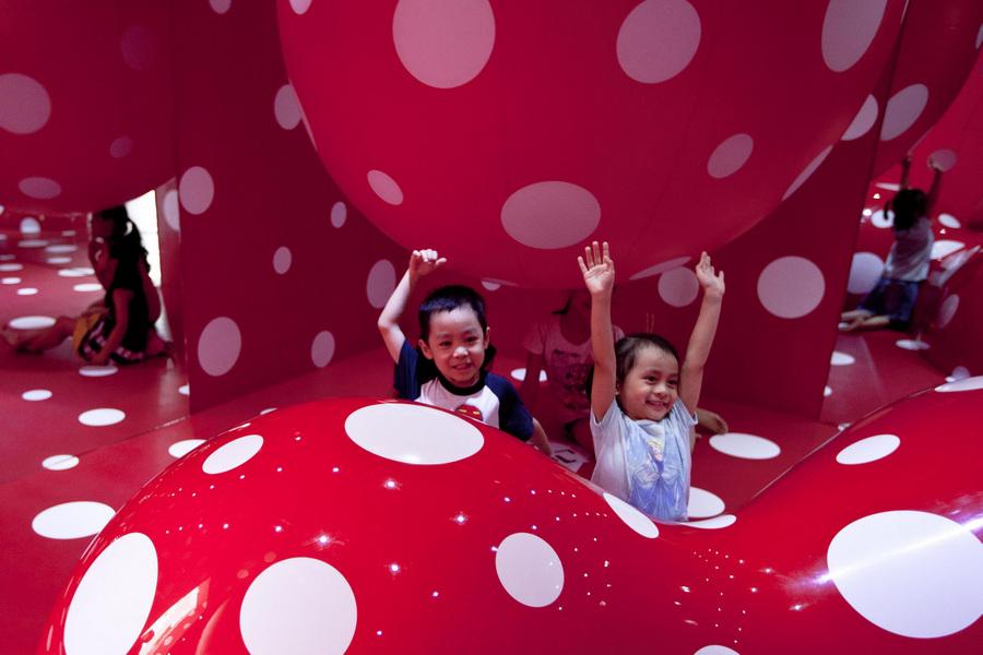 Выставка японской художницы Яёй Кусамы «Obsessions» (4 фото)