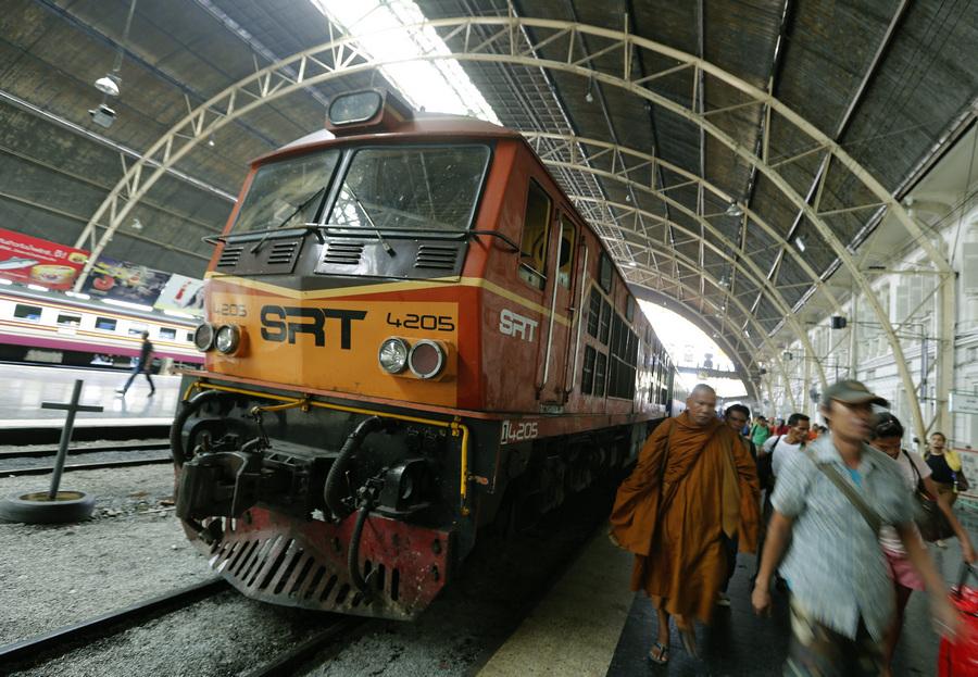 Тайской железной дороге исполнилось 119 лет (7 фото + видео)