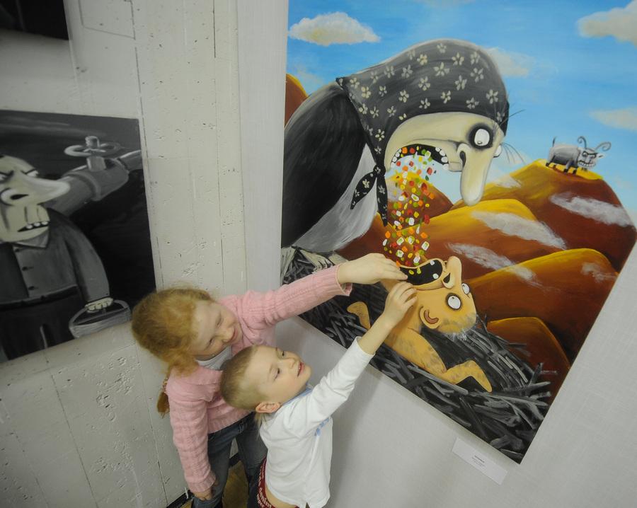 Выставка Васи Ложкина «Приплыли» в Москве (16 фото)
