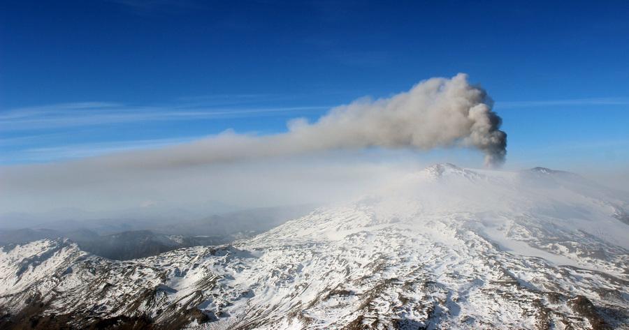 Активность чилийского вулкана Копауэ усиливается (4 фото + видео)