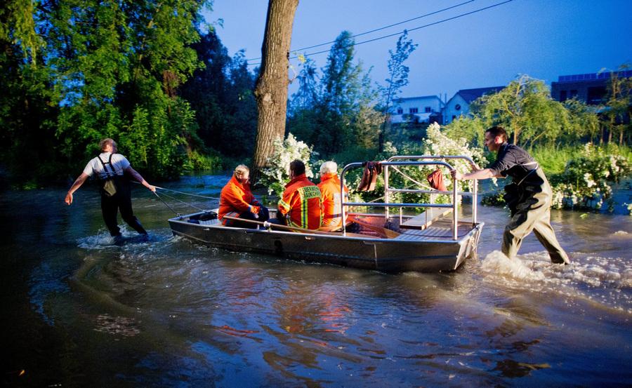 Германию охватило наводнение вследствие проливных дождей (7 фото)