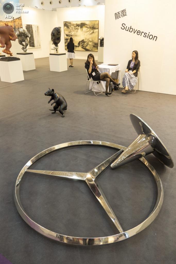 Китай. Пекин. На выставке современного искусства «Арт-Пекин». (EPA/ИТАР-ТАСС/ADRIAN BRADSHAW)