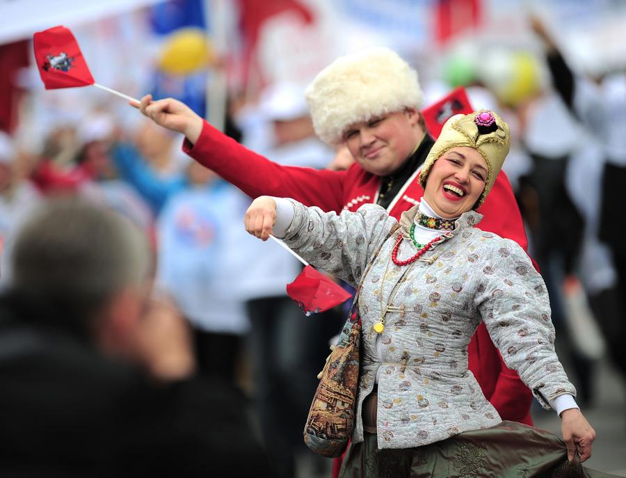 Первомайские шествия в Москве (14 фото)