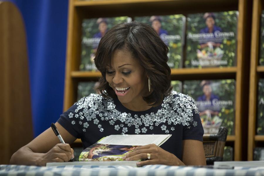 Автограф-сессия Мишель Обамы