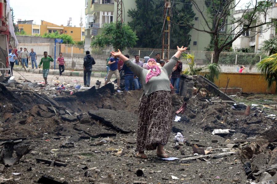 Более 40 человек погибли в результате взрывов в Турции (10 фото)