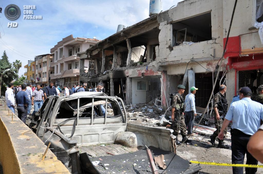 Турция. Рейханлы, Хатай. 12 мая. Разрушения, вызванные взрывами. (EPA/ИТАР-ТАСС/LALE KOKLU/ANADOLU AGENCY)