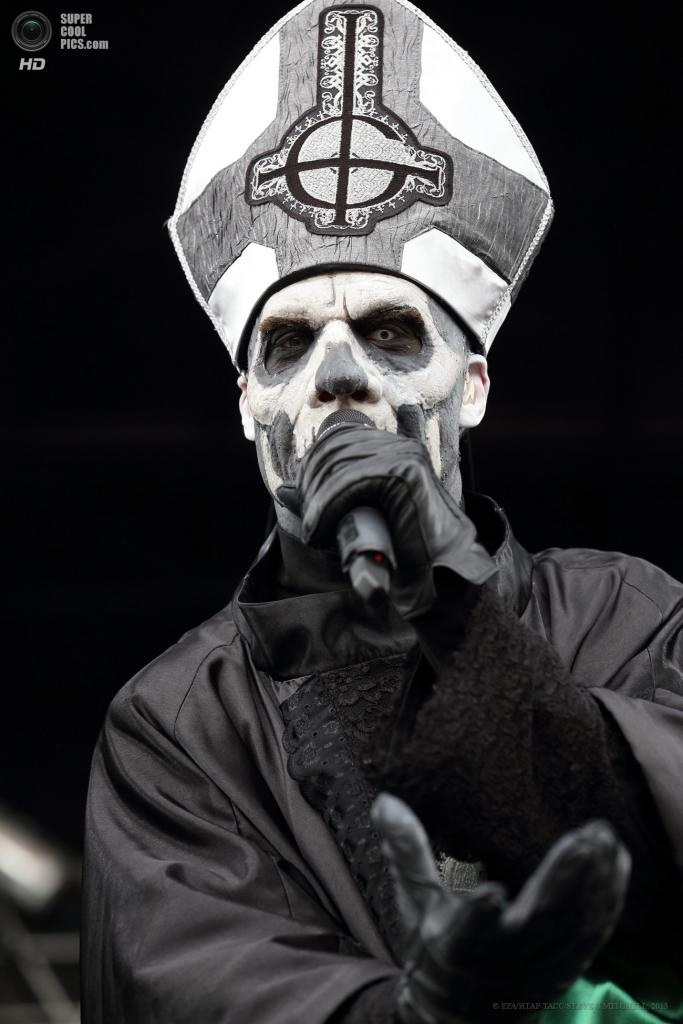 США. Колумбус, Огайо. 19 мая. Выступление группы Ghost. (EPA/ИТАР-ТАСС/STEVE C.MITCHELL)