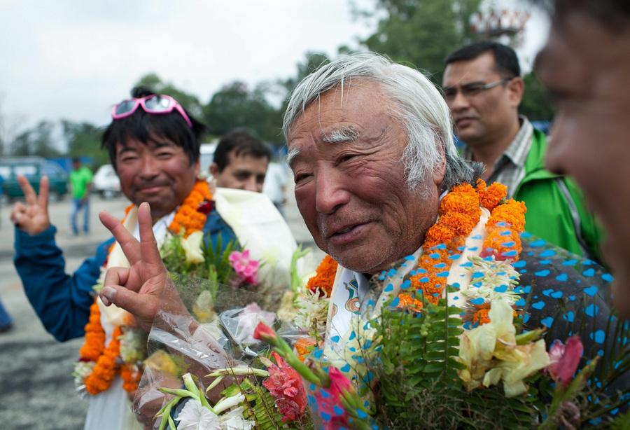 Самый пожилой покоритель Эвереста Юитиро Миура прибыл в Катманду