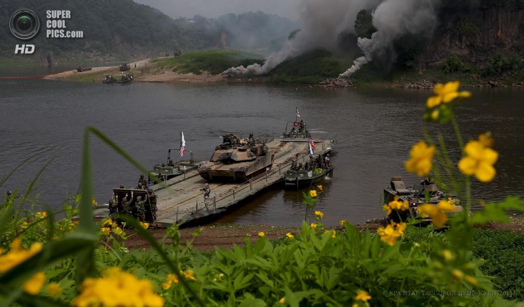 Южная Корея. Йончхон. 30 мая. Танки M1A2 Abrams во время совместных учений военнослужащих армии США и Южной Кореи. (EPA/ИТАР-ТАСС/JEON HEON-KYUN)