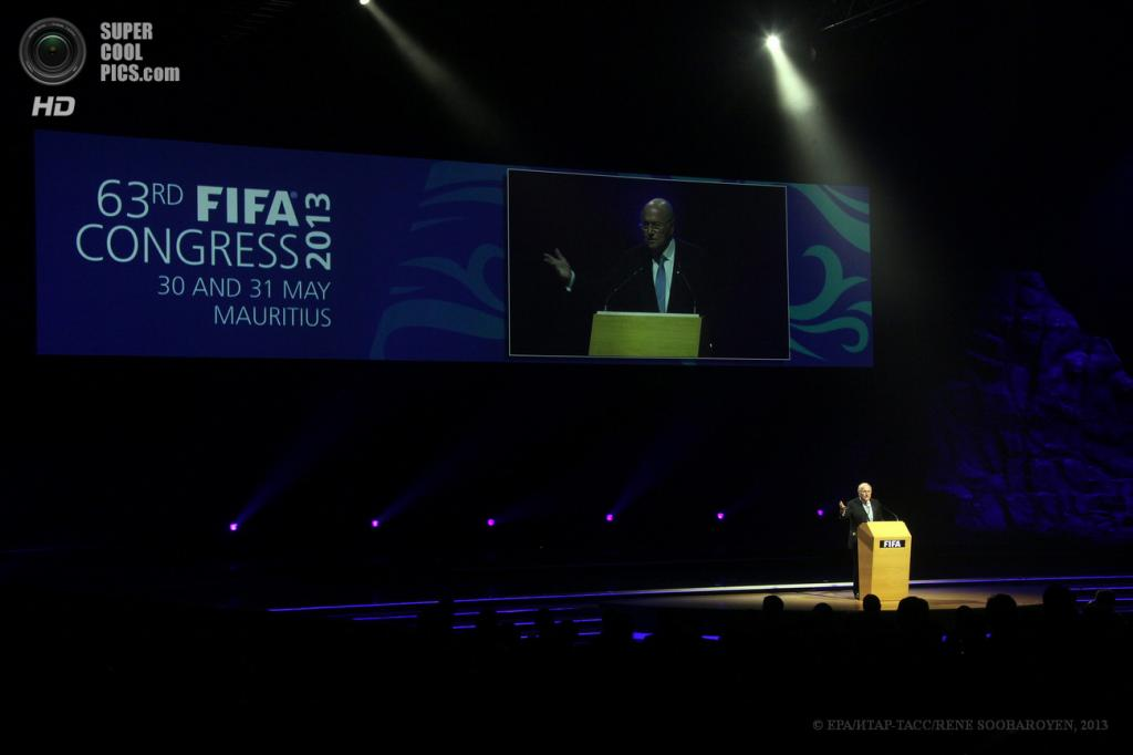 Маврикий. Порт-Луи. 30 мая. Президент ФИФА Йозеф Блаттер открывает 63-й конгресс ФИФА. (EPA/ИТАР-ТАСС/RENE SOOBAROYEN)
