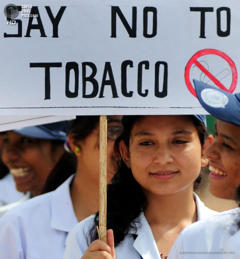 Индия. Бангалор, Карнатака. 31 мая. Студенческий митинг, приуроченный ко Всемирному дню отказа от курения. (EPA/ИТАР-ТАСС/JAGADEESH NV)