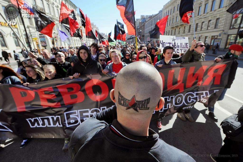 Россия. Санкт-Петербург. 1 мая. Националисты во время первомайского шествия. (ИТАР-ТАСС/Руслан Шамуков)