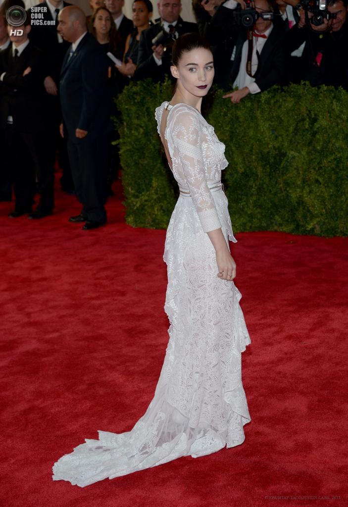 США. Нью-Йорк. 6 мая. Руни Мара в платье Givenchy. (EPA/ИТАР-ТАСС/JUSTIN LANE)