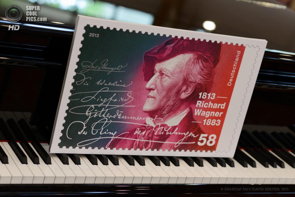 Германия. Байройт, Бавария. 6 мая. Презентация памятной марки по случаю 200 лет со дня рождения Рихарда Вагнера. (EPA/ИТАР-ТАСС/DAVID EBENER)