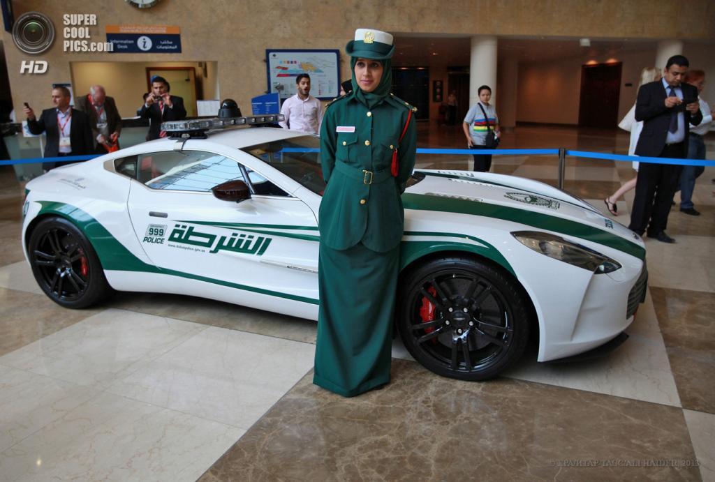 ОАЭ. Дубай. 7 мая. Aston Martin One-77 на автосалоне полицейских машин Дубая в рамках выставки Arabian Travel Market 2013. (EPA/ИТАР-ТАСС/ALI HAIDER)