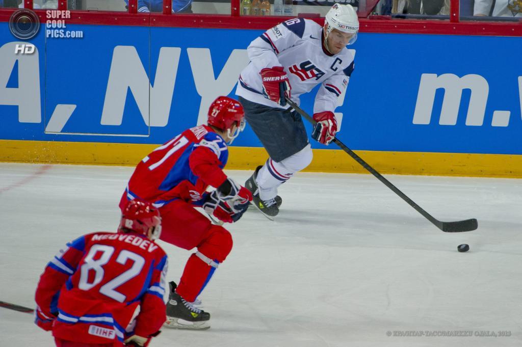 Финляндия. Хельсинки. 7 мая. Матч группы H чемпионата мира по хоккею с шайбой между сборными России и США. (EPA/ИТАР-ТАСС/MARKKU OJALA)
