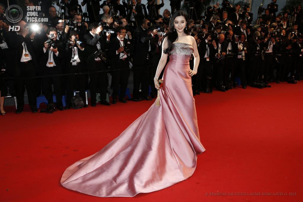 Франция. Канны. 15 мая. Китайская актриса и певица Фань Бинбин на церемонии открытия 66-го Каннского кинофестиваля. (EPA/ИТАР-ТАСС/GUILLAUME HORCAJUELO)