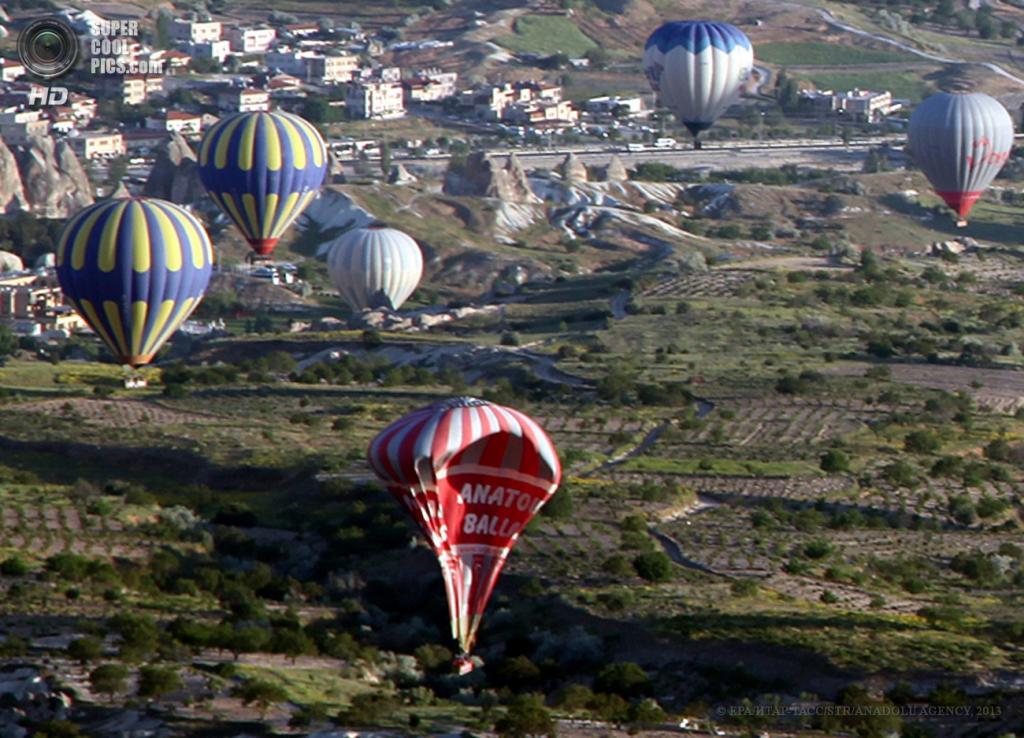 Турция. Невшехир. 20 мая. Во время падения воздушного шара с туристами. (EPA/ИТАР-ТАСС/STR/ANADOLU AGENCY)