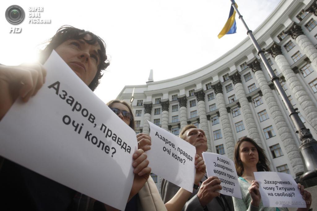 Украина. Киев. 23 мая. Акция журналистов против незаконного лишения аккредитации из-за того, что они выразили свой протест на заседании правительства 22 мая. (ИТАР-ТАСС)