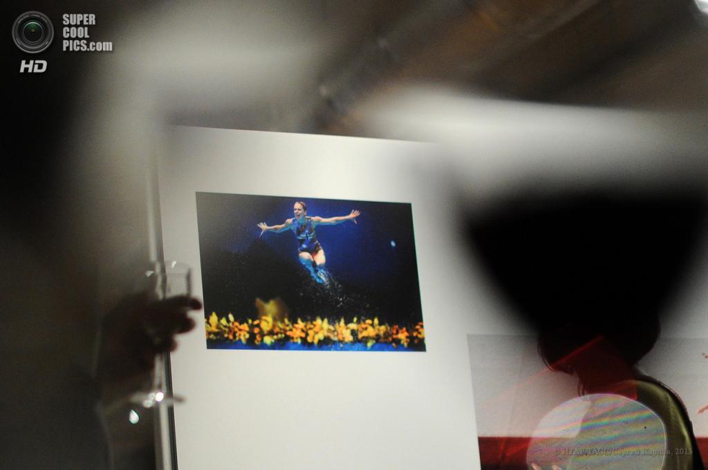 Россия. Москва. 28 мая. На открытии выставки World Press Photo 2013 на «Красном Октябре». (ИТАР-ТАСС/Сергей Карпов)