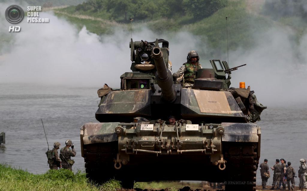 Южная Корея. Йончхон. 30 мая. Танк M1A2 Abrams во время совместных учений военнослужащих армии США и Южной Кореи. (EPA/ИТАР-ТАСС/JEON HEON-KYUN)