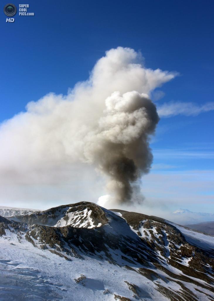 Чили. Био-Био. 29 мая. Извержение вулкана Копауэ. (EPA/ИТАР-ТАСС/SERNAGEOMIN/ONEMI/HANDOUT)