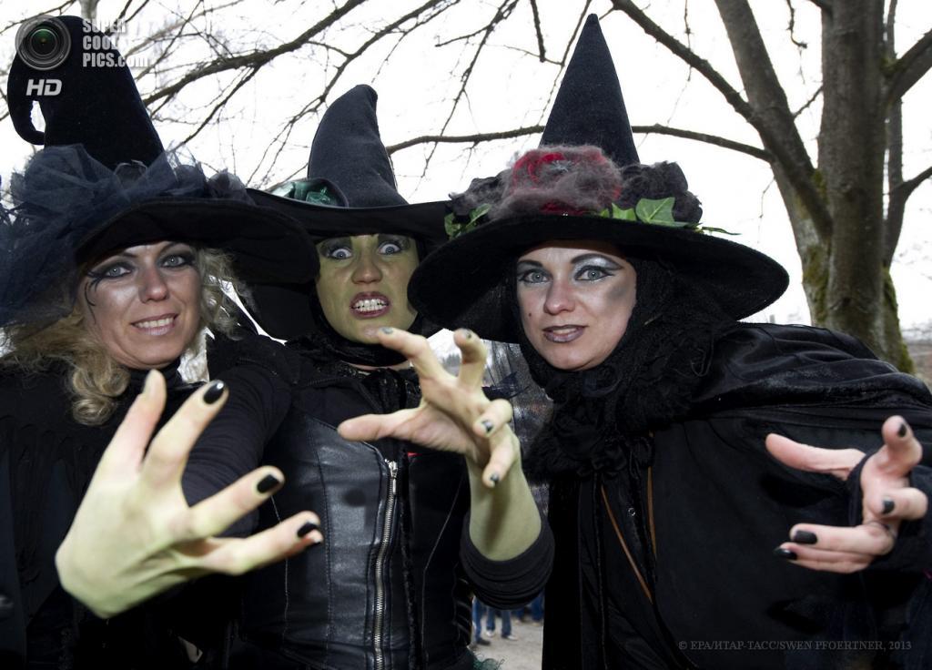 Германия. Браунлаге, Нижняя Саксония. 30 апреля. Шабаш ведьм. (EPA/ИТАР-ТАСС/SWEN PFOERTNER)