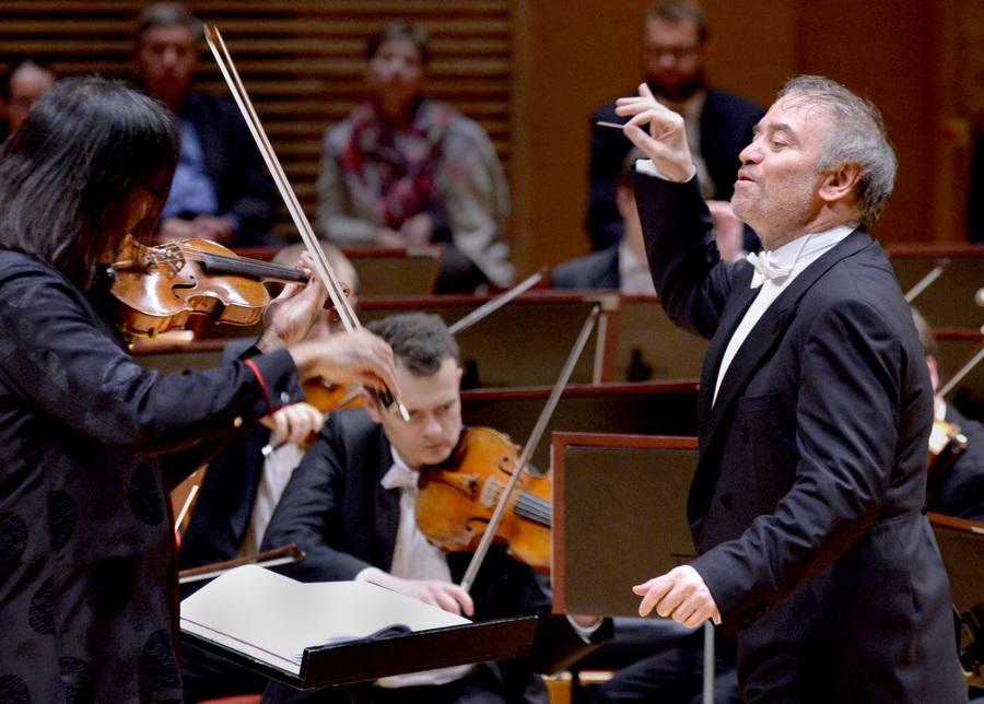 Концерт симфонического оркестра Мариинского театра с участием дирижера Валерия Гергиева (9 фото)