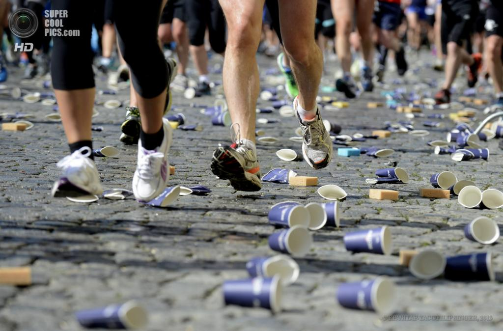 Чехия. Прага. 12 мая. Во время 19-го Пражского марафона. (EPA/ИТАР-ТАСС/FILIP SINGER)