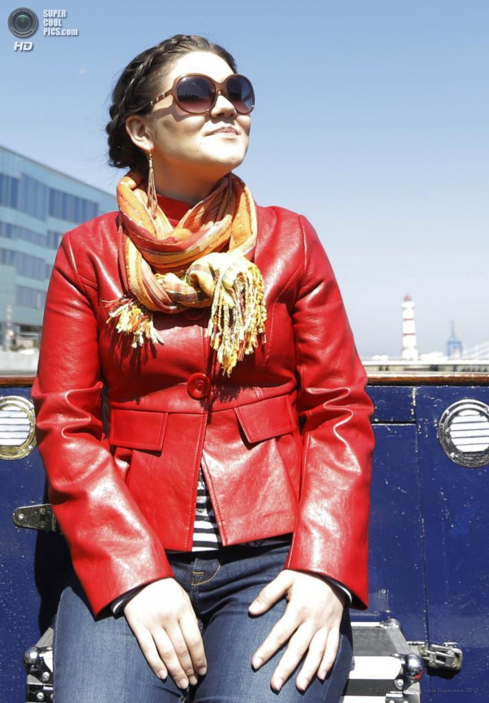 Швеция. Мальмё. 15 мая. Представительница России на «Евровидении-2013» Дина Гарипова во время прогулки на речном трамвае. (ИТАР-ТАСС/Кристина Королева)