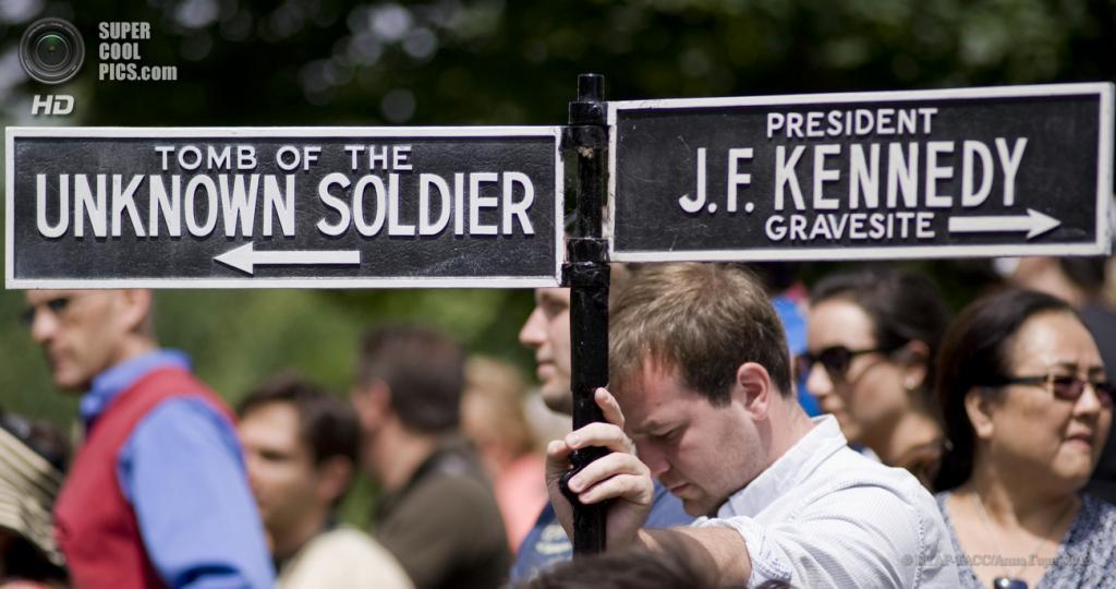 США. Вашингтон. 28 мая. На Арлингтонском национальном кладбище в День поминовения. (ИТАР-ТАСС/Анна Горн)