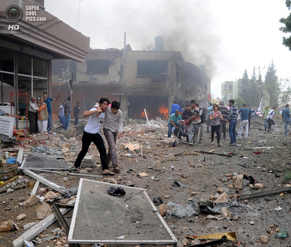 Турция. Рейханлы, Хатай. 12 мая. Разрушения, вызванные взрывами. (EPA/ИТАР-ТАСС/CEM GENCO/ANADOLU AGENCY)